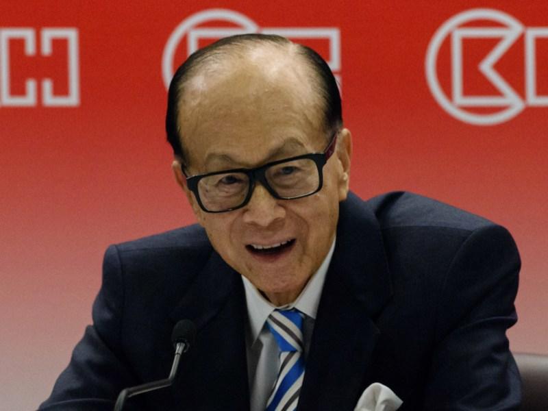 Hong Kong's richest man, Li Ka-shing, 88, speaks at a press conference.  Photo: AFP / Antony Wallace