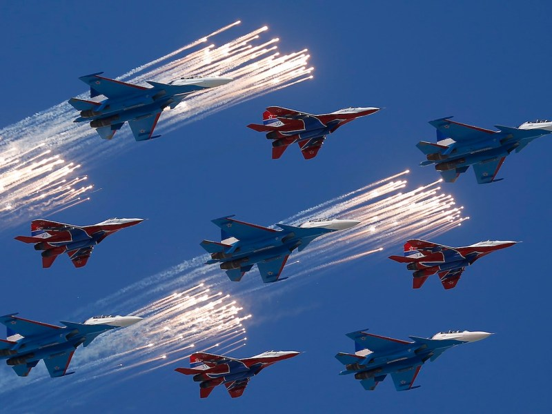 Russian aerobatic teams rehearse over Moscow before celebrations marking the 72nd anniversary of the end of World War II on May 9, 2017. Russia has been a longtime supplier of jet fighters to India, but now faces fierce competition from France. Photo: Reuters/Maxim Shemetov