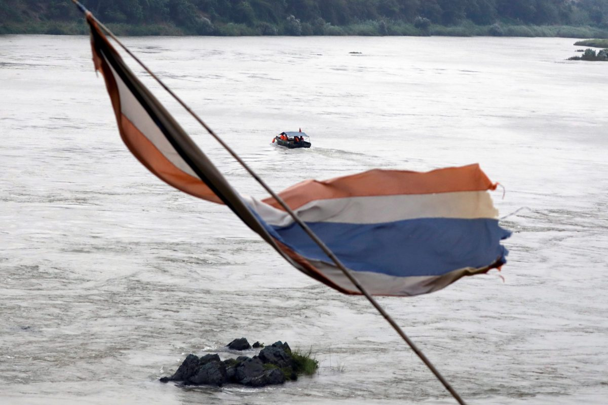 A Chinese boat with a team of geologists surveys the Mekong River at the border between Laos and Thailand April 23, 2017. Photo: Reuters/Jorge Silva