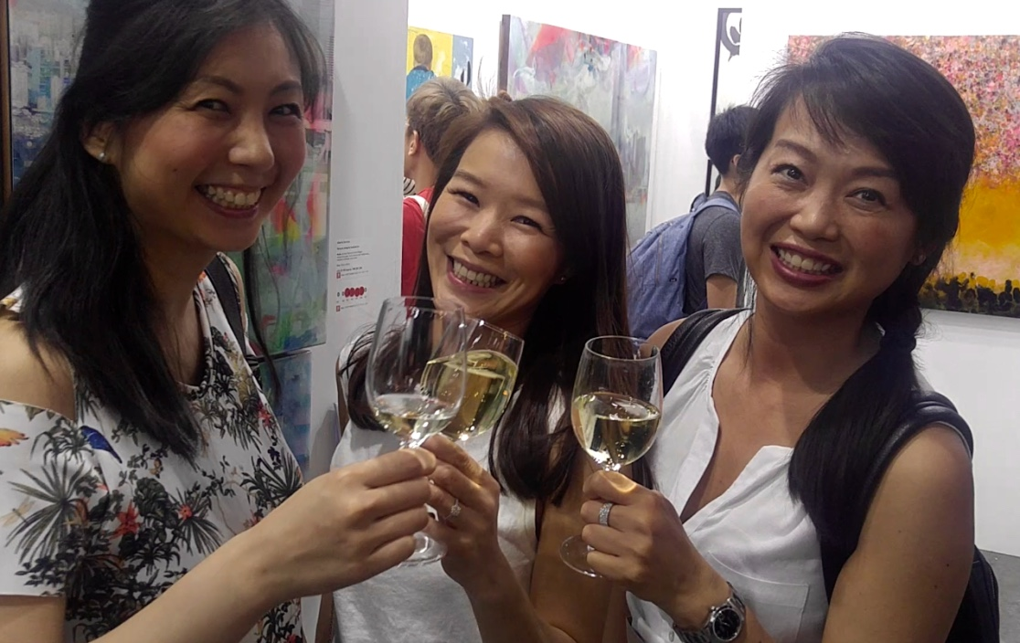 Affordable Art Fair in Hong Kong is a good place for mingling with art lovers. Photo: Johan Nylander