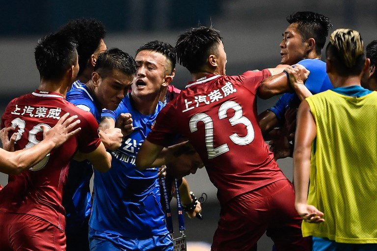 A brawl erupting between Shanghai SIPG players (in red) and Guangzhou R&F players (in blue), during their Chinese Super League football match. Photo: AFP/Stringer