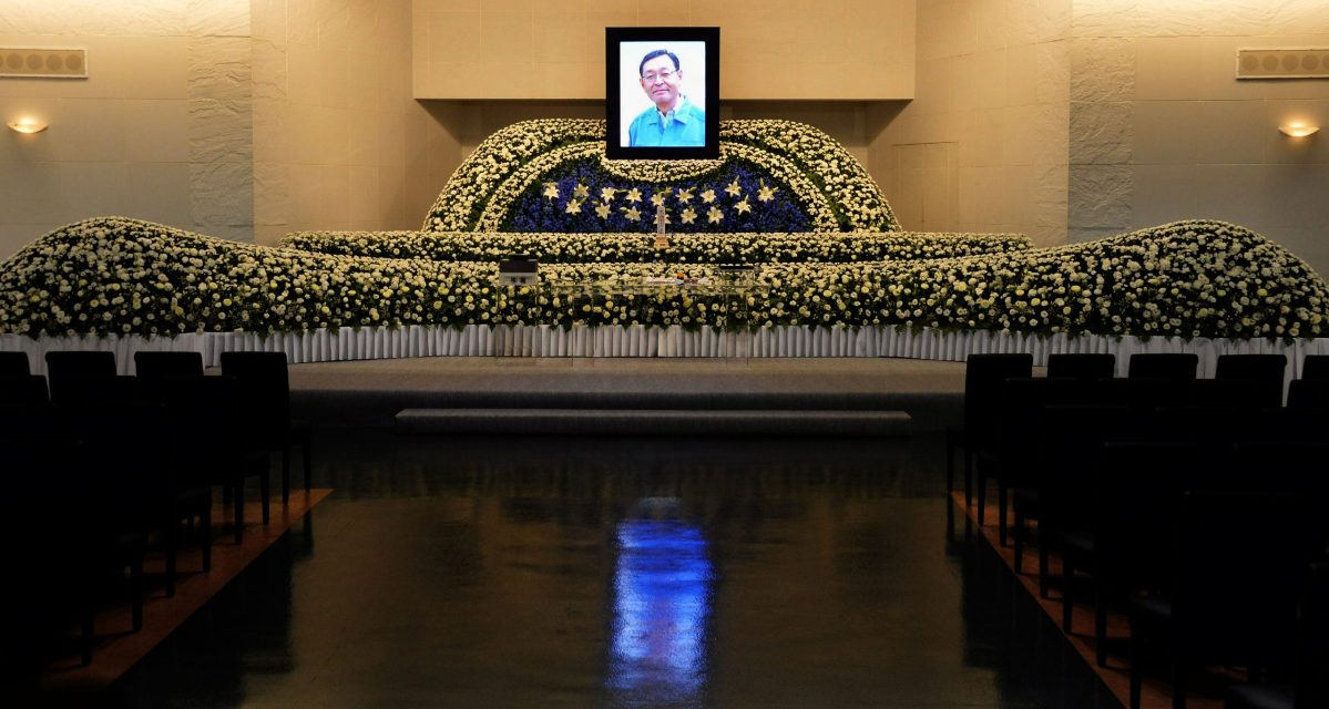 Memorial service for Masao Yoshida, the head of the Fukushima Daiichi atomic power plant, who averted a larger nuclear catastrophe after the facility was hit by an earthquake and tsunami on March 11, 2011.  Photo: AFP.