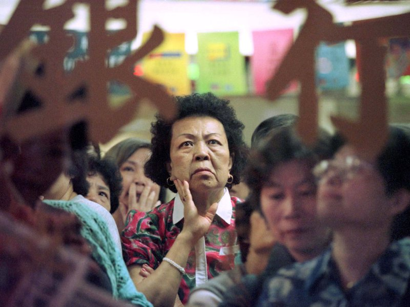 A small investor watches share prices inside a bank in Hong Kong on December 1, 1998. The 1997-98 Asian financial crisis triggered a market sell-off. Photo: Reuters/Larry Chan