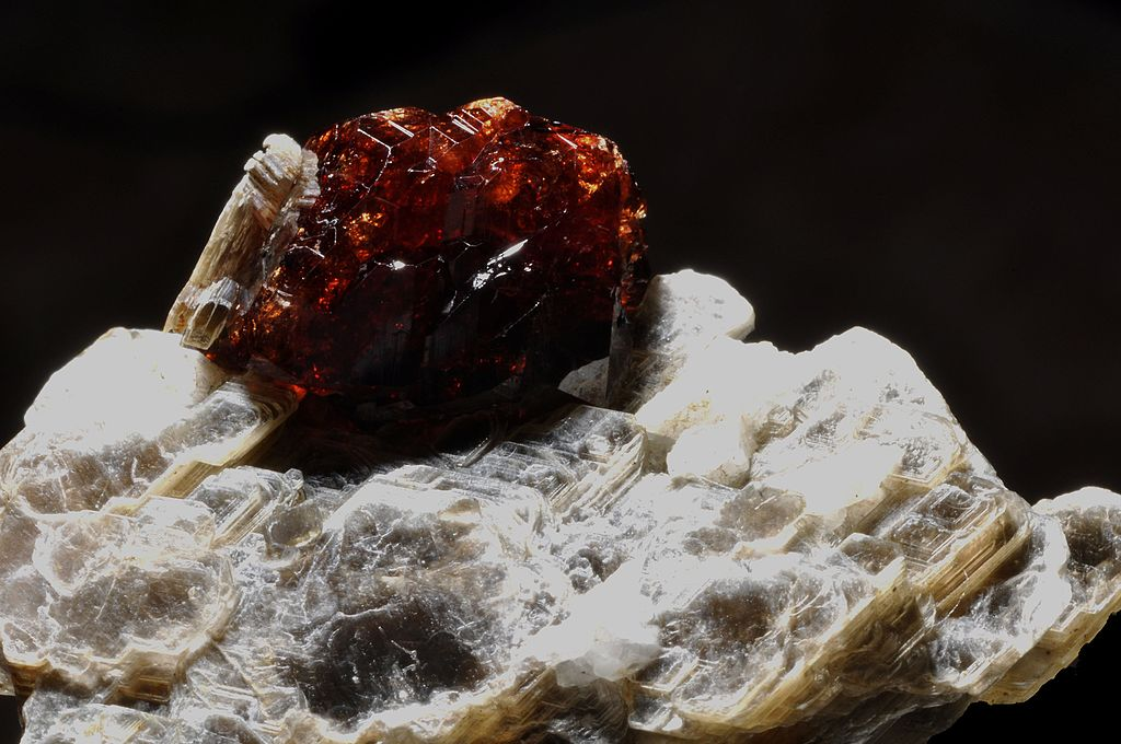 Almandine crystals in a muscovite mica, Hunza Valley, Gilgit-Baltistan. Photo: Wikimedia Commons
