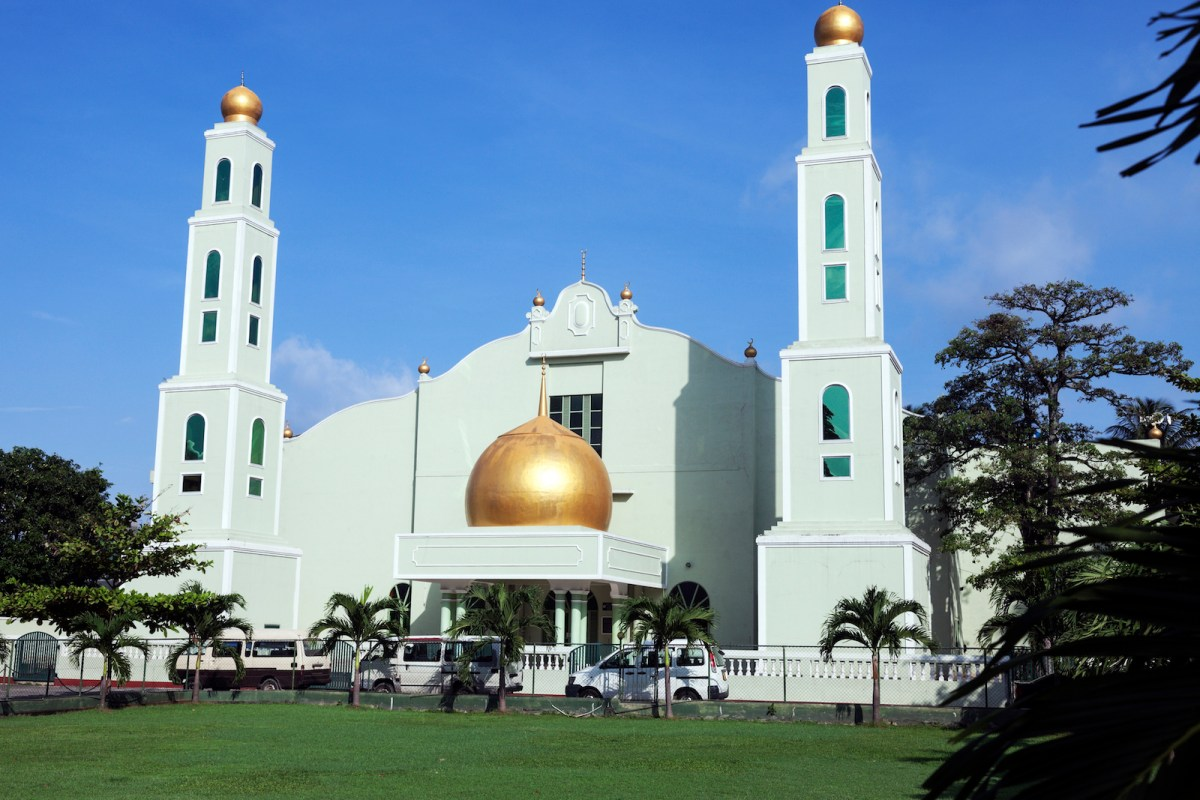 A mosque in downtown Colombo. Other mosques and Muslim-owned shops in Sri Lanka have been attacked by Buddhist extremists. Photo: iStock
