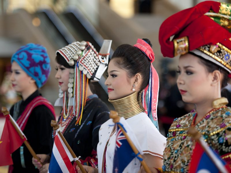 Students wearing costumes representing Myanmar's different ethnic groups welcome delegates as they arrive for the 25th ASEAN summit at Myanmar's capital Naypyidaw on November 13, 2014. Photo: AFP/ Ye Aung Thu