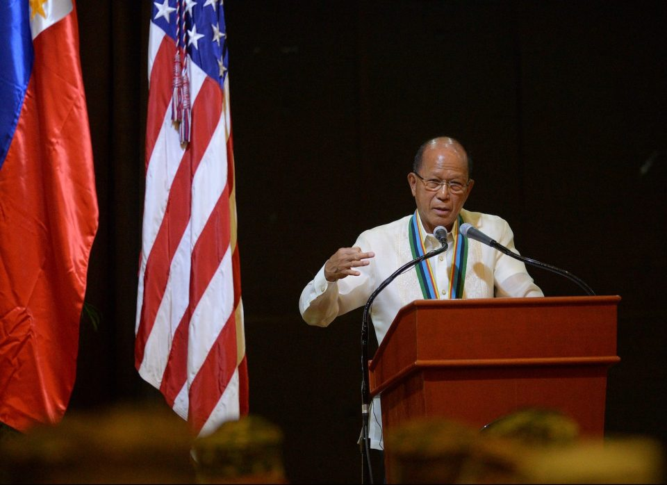 Philippines' Defense Secretary Delfin Lorenzana gestures as he delivers a speech during the closing ceremony of the annual joint US-Philippines military exercise in Manila on May 19, 2017. The Philippines and the United States launched annual military exercises on May 8 but the longtime allies scaled them down which focuses only on counter-terrorism and disaster relief in line with President Rodrigo Duterte's pivot to China and Russia. / AFP PHOTO / TED ALJIBE