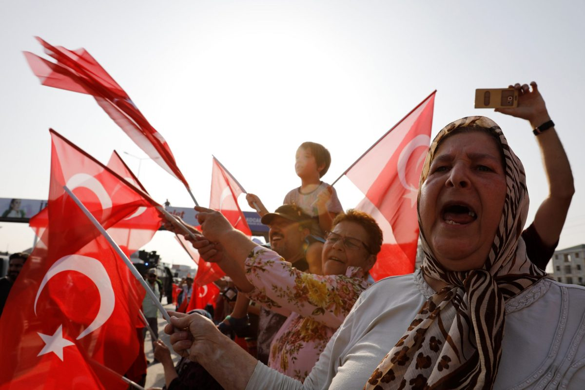 """Supporters of Turkey's main opposition Republican People's Party (CHP) leader Kemal Kilicdaroglu wave Turkish flags on the 19th day of a """"justice march"""" against the detention of the party's lawmaker Enis Berberoglu, near Izmit, Turkey, July 3, 2017. Photo: Reuters / Umit Bektas"""