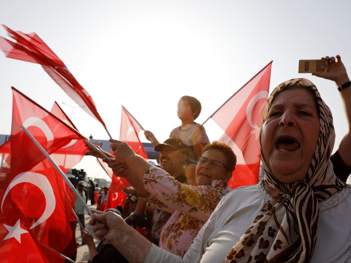 "Supporters of Turkey's main opposition Republican People's Party (CHP) leader Kemal Kilicdaroglu wave Turkish flags on the 19th day of a ""justice march"" against the detention of the party's lawmaker Enis Berberoglu, near Izmit, Turkey, July 3, 2017. Photo: Reuters / Umit Bektas"