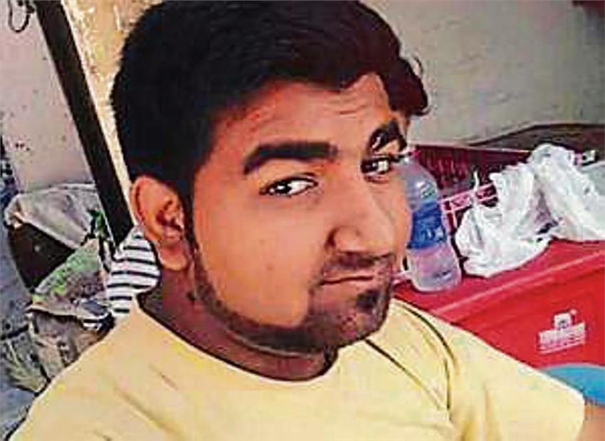 Delhi shopkeeper Yogesh is in critical condition in hospital. Photo: India Samovar