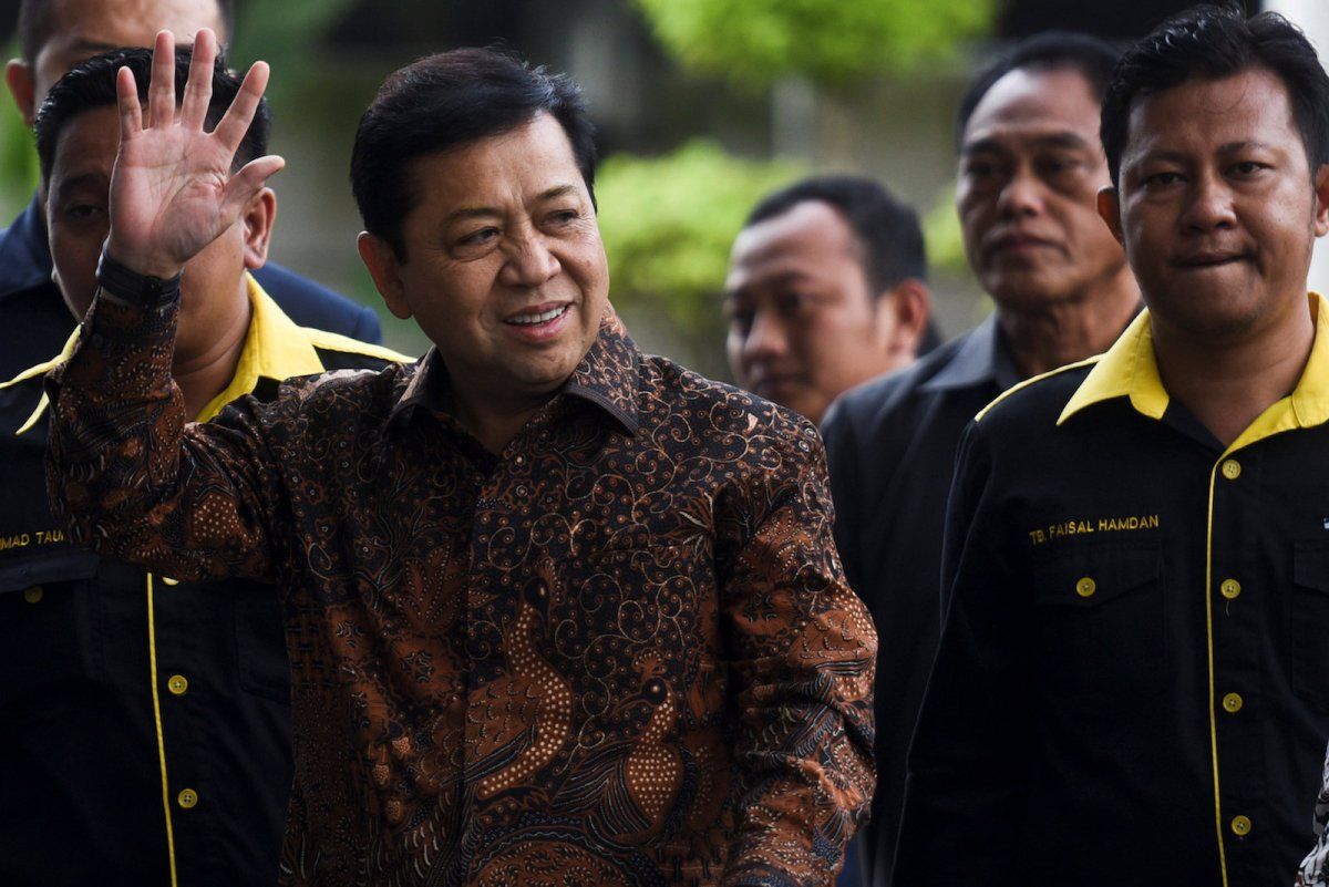 The speaker of Indonesia's parliament Setya Novanto waves as he arrives at Corruption Eradication Commision building (KPK) in Jakarta, Indonesia, July 14, 2017 in this photo taken by Antara Foto.  Antara Foto/Hafidz Mubarak via REUTERS