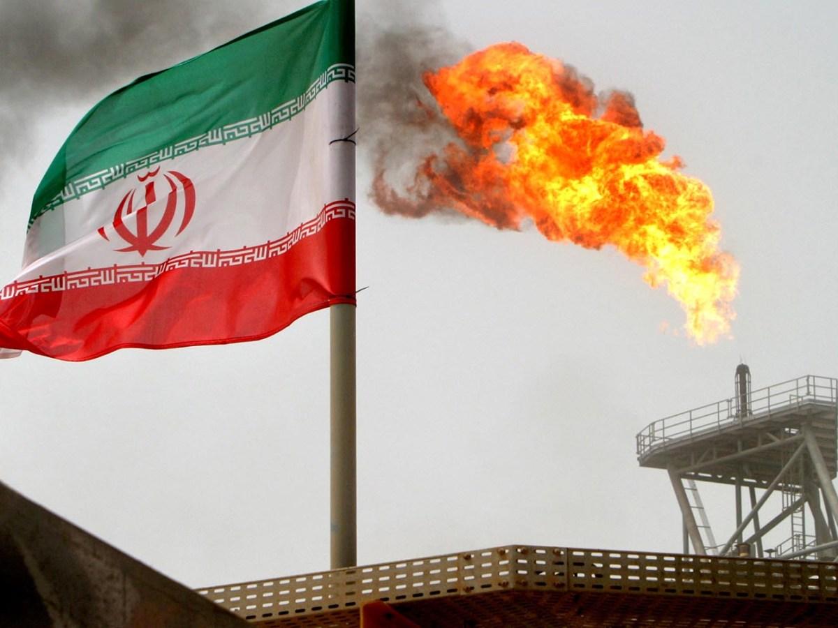 An oil production platform  in Iran's Soroush oil fields. Photo: Reuters / Raheb Homavandi