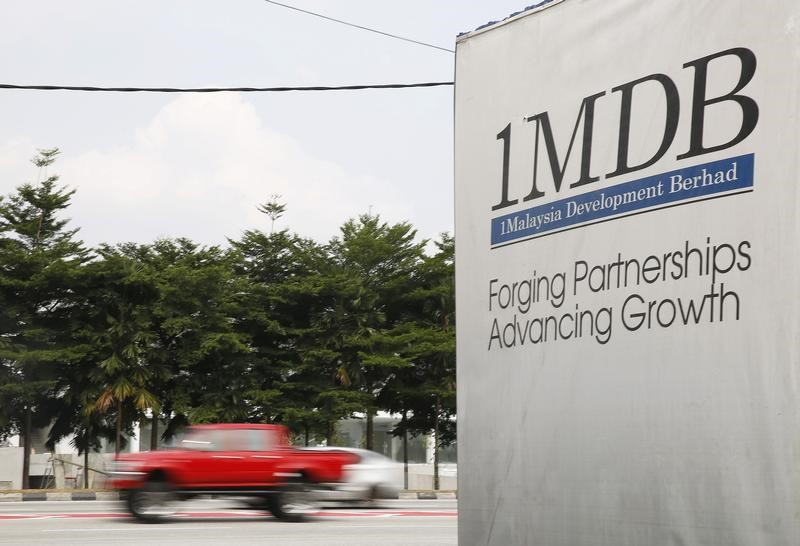 Traffic passes a 1Malaysia Development Berhad (1MDB) billboard at the Tun Razak Exchange development in Kuala Lumpur, Malaysia, July 6, 2015. Photo: Reuters/Olivia Harris