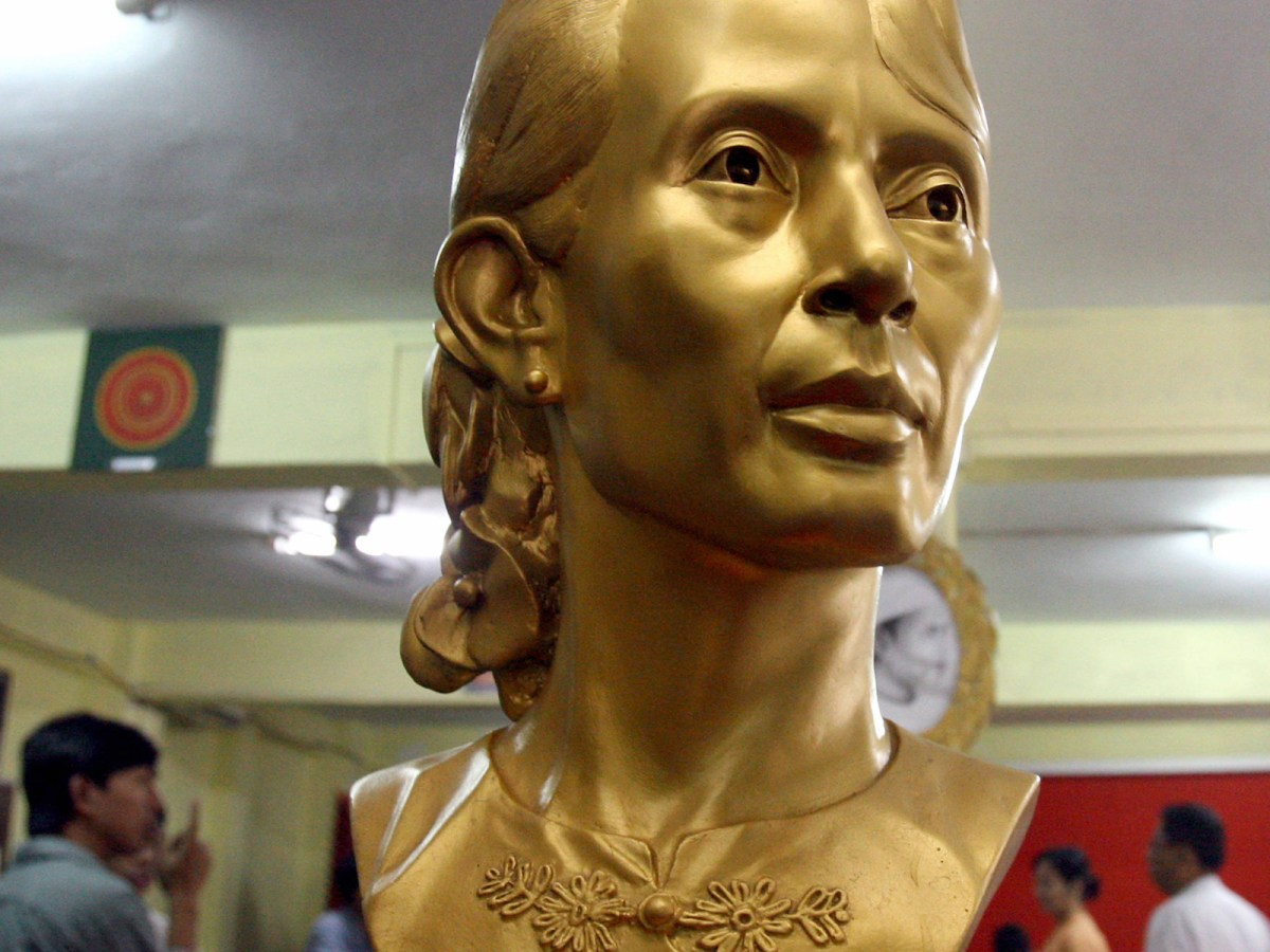 A bronze statue of Aung San Suu Kyi is displayed at an art exhibition organized by the National League for Democracy in Yangon in a 2007 file photo. Photo: AFP/Khin Maung Win