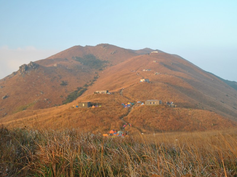 Sunset Peak, also known as Tai Tung Shan, on Lantau Island. Photo: Wikimedia Commons.
