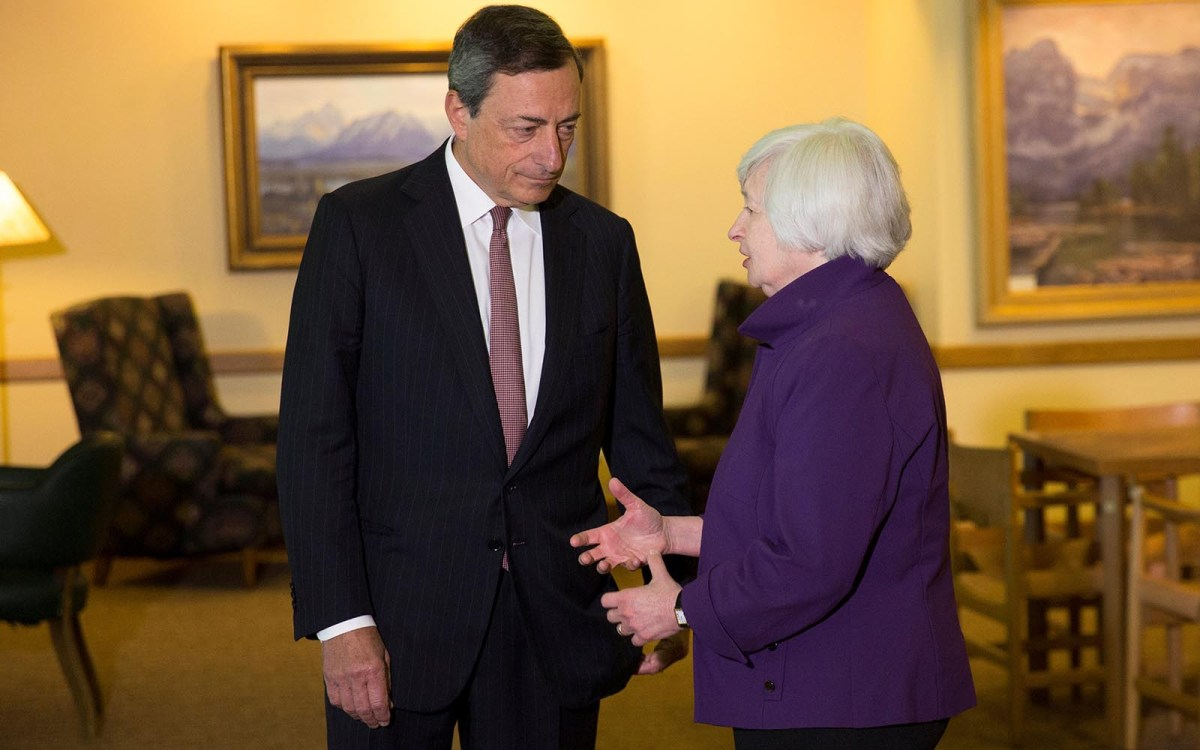 US Fed Chair Janet Yellen speaks with European Central Bank President Mario Draghi in Jackson Hole in 2014. Photo: Reuters / David Stubbs