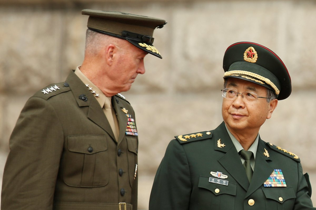 Chairman of US Joint Chiefs of Staff Joseph Dunford and his Chinese counterpart, chief of the general staff of the Chinese People's Liberation Army Gen Fang Fenghui, attend a welcoming ceremony in Beijing, China August 15, 2017. Photo: Reuters/Thomas Peter