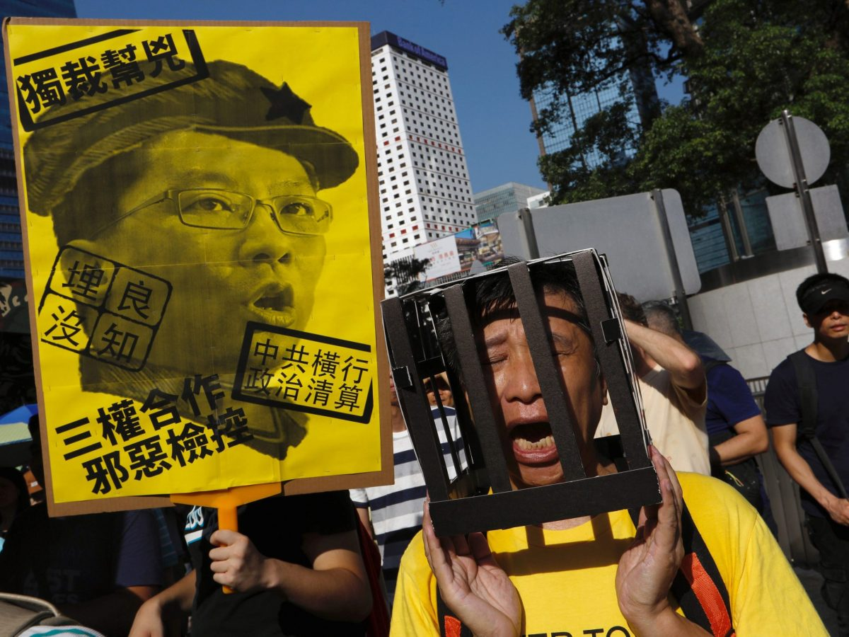 A demonstrator protests the jailing of student leaders Joshua Wong, Nathan Law and Alex Chow, in Hong Kong, August 20, 2017. Photo: Reuters / Tyrone Siu