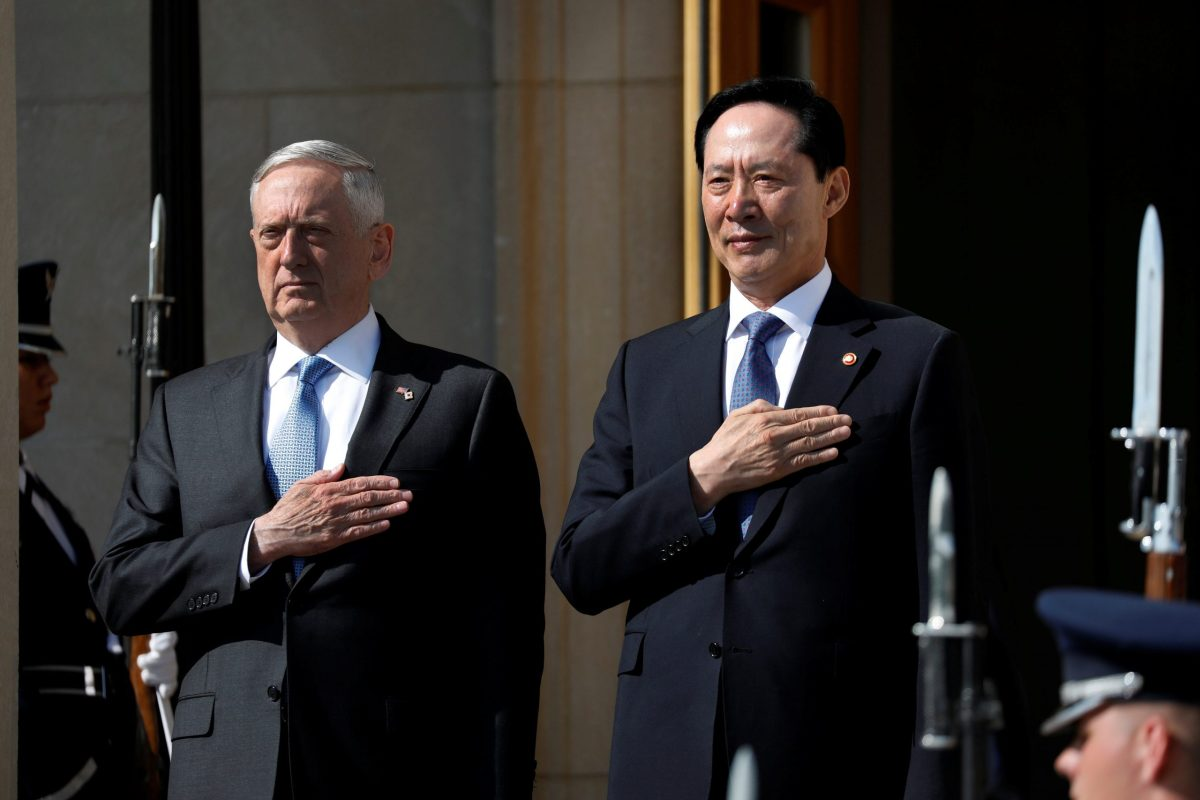 U.S. Defense Secretary James Mattis and South Korean Defense Minister Song Young-Moo stand during a honor cordon at the Pentagon in Arlington, Virginia, U.S., August 30, 2017. Photo: Reuters/Aaron P. Bernstein