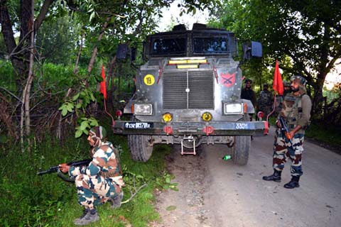 Indian troops search for militants during operation in Kashmir. Photo: Greater Kashmir