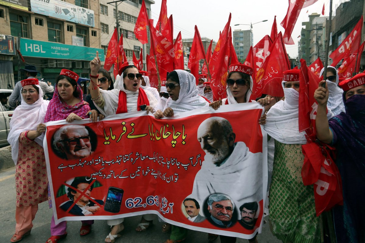 Supporters of the Awami National Party attend a protest rally in support of lawmaker Ayesha Gulalai Wazir in Peshawar on August 4, 2017. Photo: Reuters/Khuram Parvez