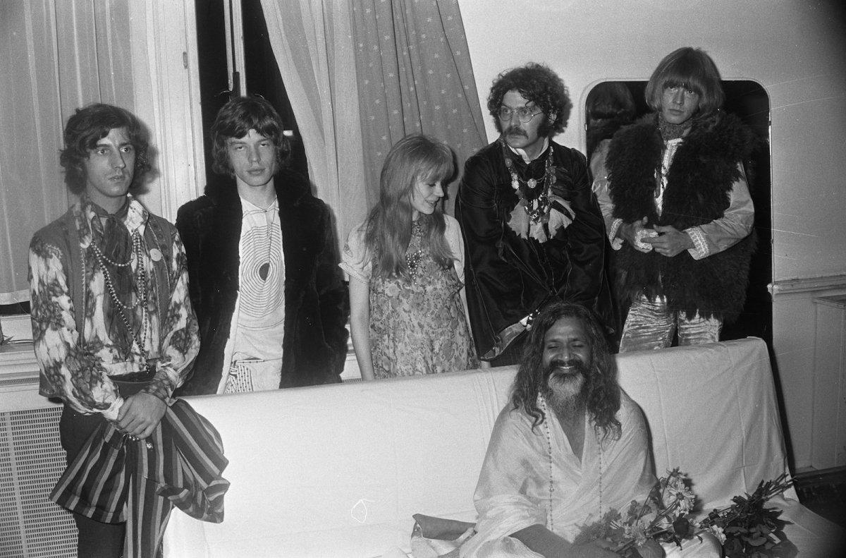 Maharishi Mahesh Yogi appears in Amsterdam in 1967 with (left to right) Michael Cooper, Mick Jagger, Marianne Faithfull, Al Vandenberg and Brian Jones. Photo: Ben Merk/Wikipedia