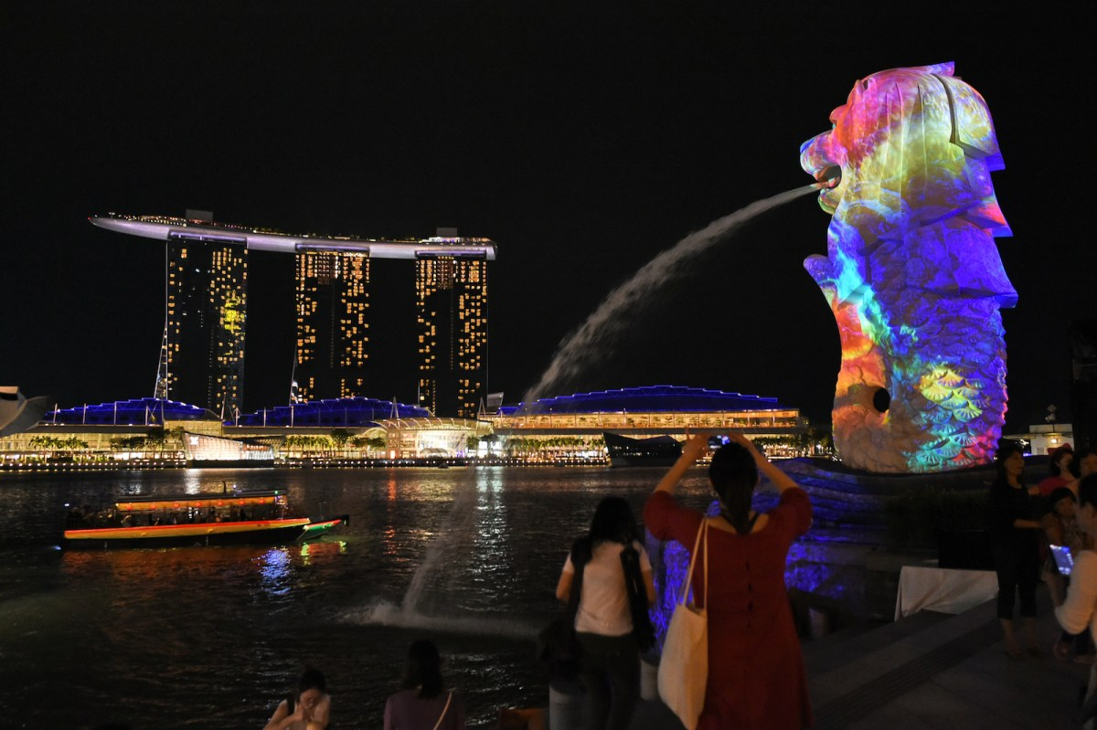 "Singapore's iconic Merlion statue (R) is projected with a light-art installation by Danny Rose Collection of France titled ""The Body of the Sea"" during media preview for the iLight Marina Bay festival in Singapore on March 1, 2017. Photo: AFP/Roslan Rahman"