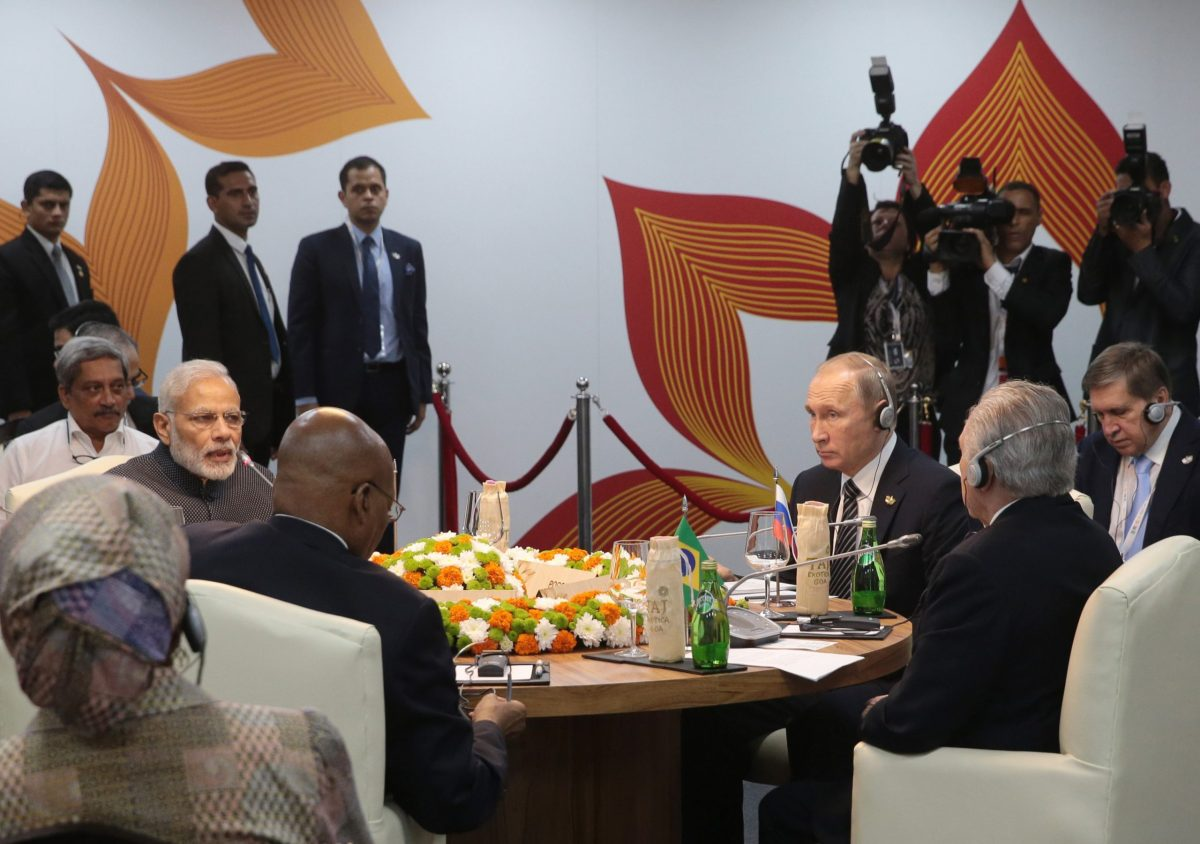 Russian President Vladimir Putin (second right), Indian Prime Minister Narendra Modi (left), the President of South Africa, Jacob Zuma (left, in foreground) and Brazilian President Michel Temer (right, in foreground) talk during 2016's BRICS summit in Goa. Photo: AFP / Mikhail Metzel