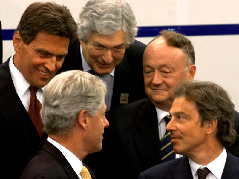 Pre-millennial declension: the year is 1999 and US President Bill Clinton (lower left) carries the conversation as Austrian Chancellor Viktor Klima (upper left),  World Bank President James Wolfensohn (centre), Black Sea Economic Cooperaton Sec. General Vassil Ivanov Baytchev (right), and British Prime Minister Tony Blair (far right) listen, at an event in Sarajevo, Bosnia-Herzegovina. Photo: AFP / Paul J. Richards