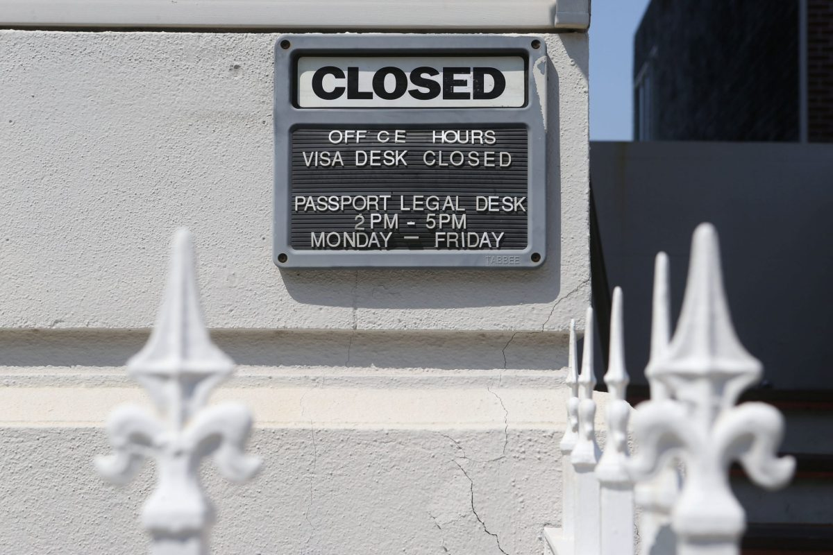 A Closed sign is seen on the Russian Consulate building in San Francisco, California, September 1, 2017. Photo: Reuters / Beck Diefenbach