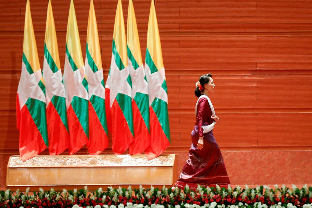 Myanmar State Counselor Aung San Suu Kyi walks off the stage after delivering a speech to the nation about the Rohingya situation, in Naypyitaw, Myanmar, on September 19, 2017. Photo: Reuters / Soe Zeya Tun