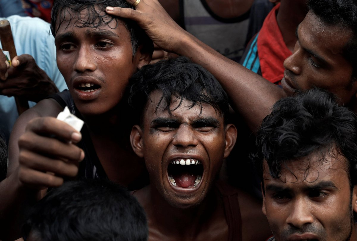 Rohingya refugees scuffle as they wait to receive aid in Cox's Bazar, Bangladesh September 24, 2017. Photo: Reuters/Cathal McNaughton