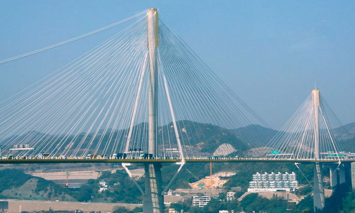 Ting Kau Bridge connects the New Territories with Hong Kong Island. Photo: Wikimedia Commons, MK2010