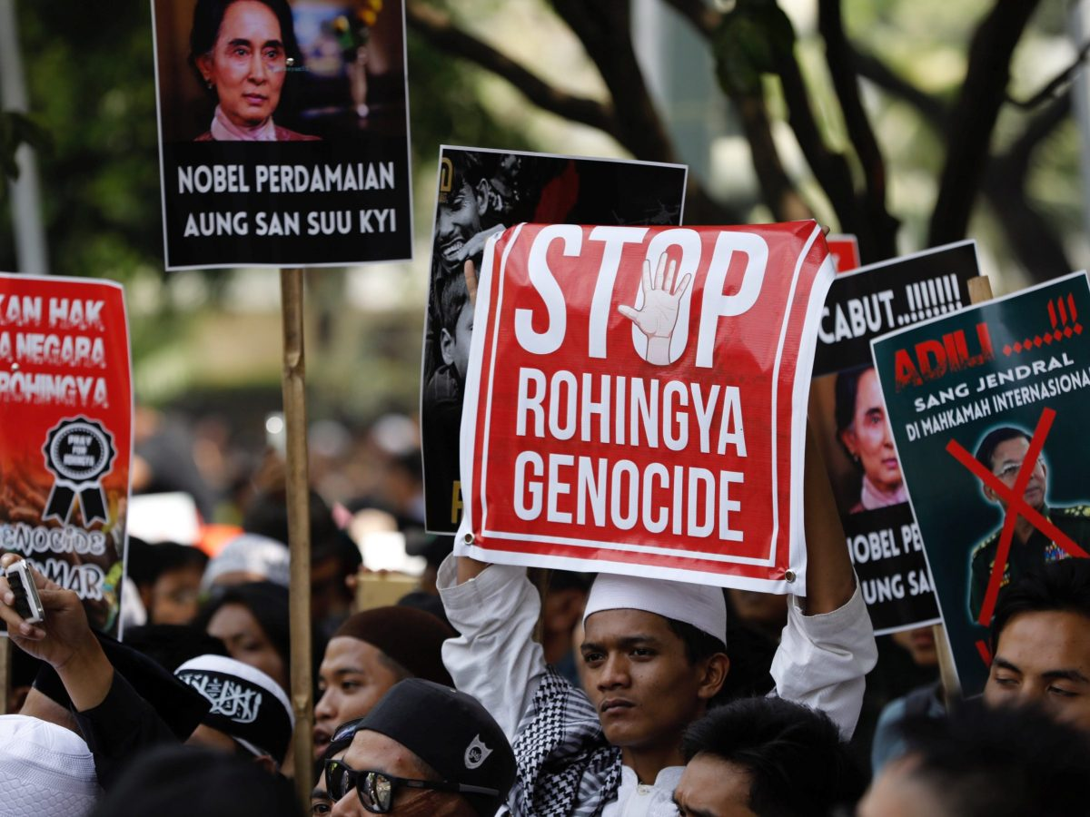 Protesters hold a rally near the Myanmar Embassy in Jakarta to protest against government treatment of Rohingya Muslims, on September 6, 2017. Photo: Reuters / Darren Whiteside