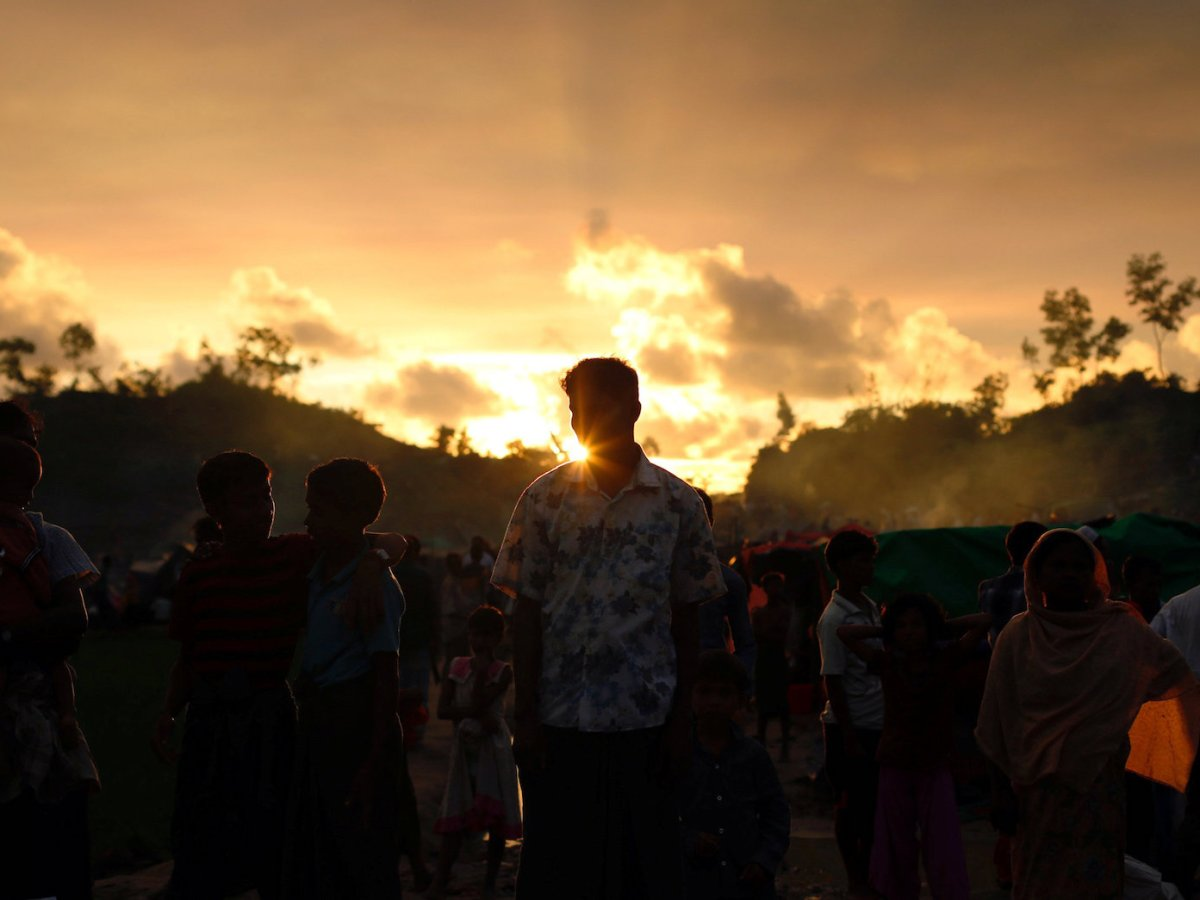 Rohingya refugees wait roadside for aid at Thaingkhali refugee camp in Cox's Bazar Bangladesh, September 14, 2017. Photo: Reuters/Danish Siddiqui
