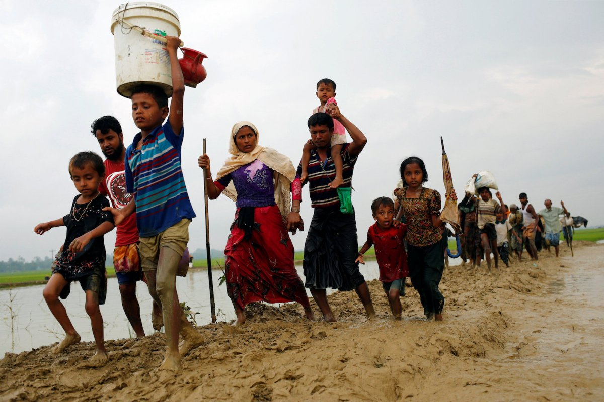 Rohingya refugees walk on a muddy path after crossing the border in Teknaf, Bangladesh, on September 3, 2017. Photo: Reuters / Mohammad Ponir Hossain