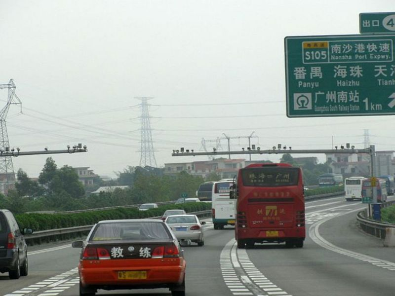 An expressway in Guangzhou, China. Photo: Wikimedia Commons, Aimaimyi