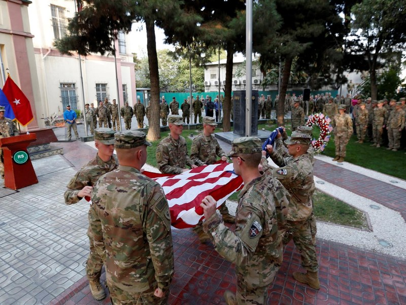 US soldiers prepare to raise the American flag during a memorial ceremony in Kabul to commemorate the 16th anniversary of the 9/11 attacks on Sept. 11, 2017. Photo: Reuters/Mohammad Ismail