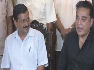 Delhi Chief Minister Arvind Kejriwal, left,  and movie star Kamal Haasan. Photo: NDTV.
