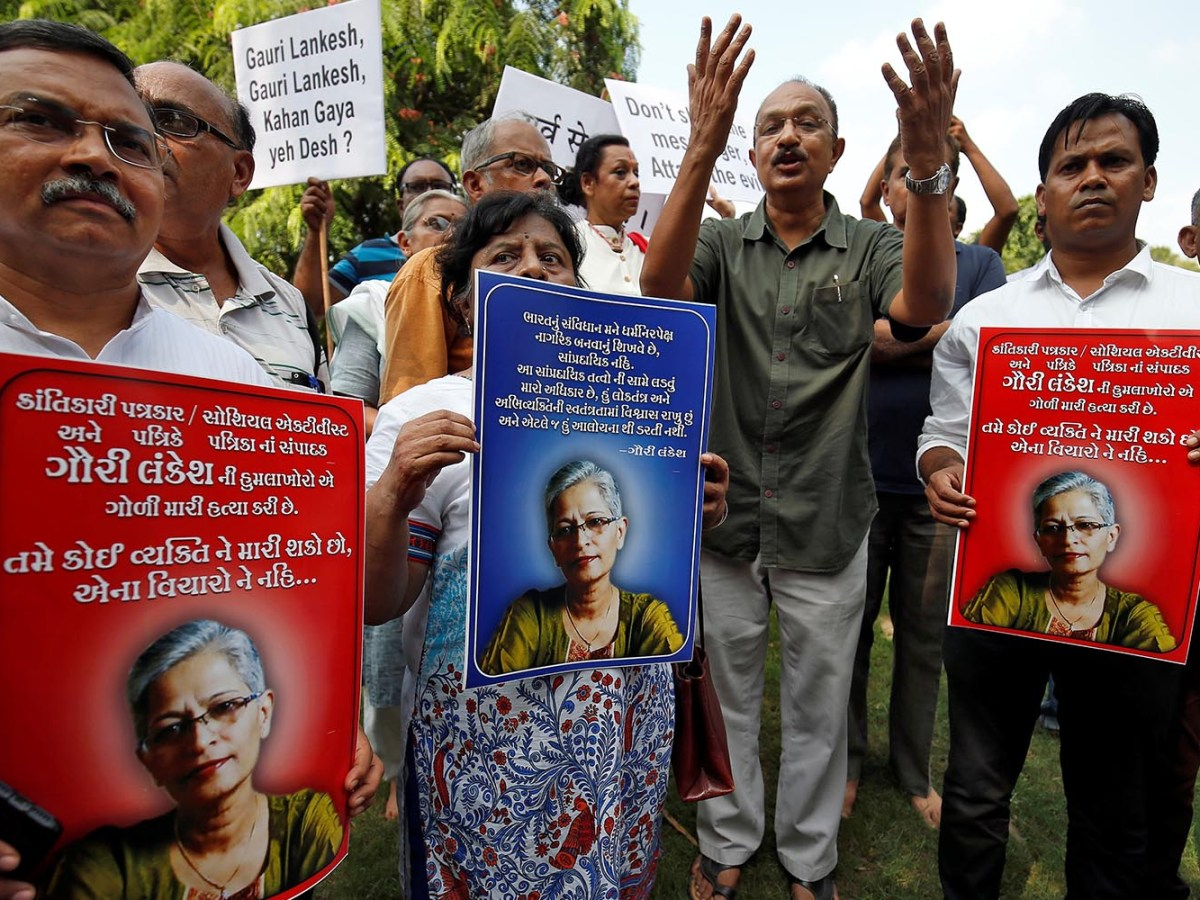 Journalists and social activists protest against the killing of Gauri Lankesh, a senior Indian journalist who according to police was shot dead outside her home on September 5, 2017, by unidentified assailants in the southern Indian city of Bangalore. Photo: Reuters/Amit Dave