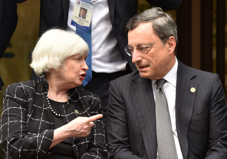 Federal Reserve Chair Janet Yellen talks with European Central Bank President Mario Draghi. Photo: AFP / Kazuhiro Nogi