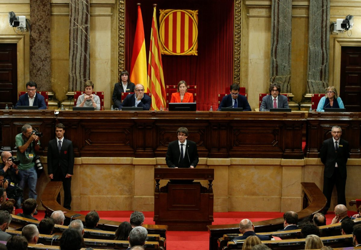 Catalan President Carles Puigdemont delivers a speech in the Catalan regional parliament in Barcelona, Spain, October 10, 2017. Photo: ReutersS/Albert Gea