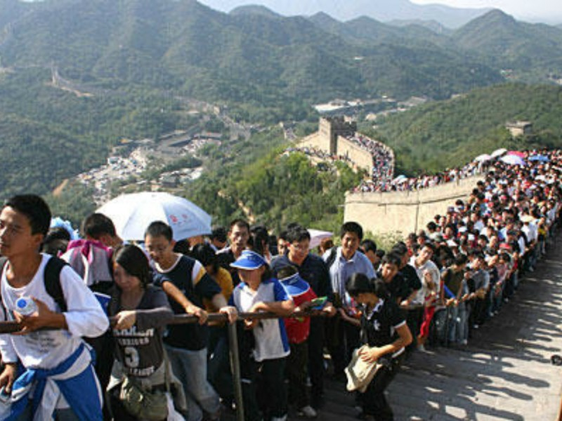 The Great Wall of China is crowded with tourists during the Golden Week holiday. Photo: Xinhua
