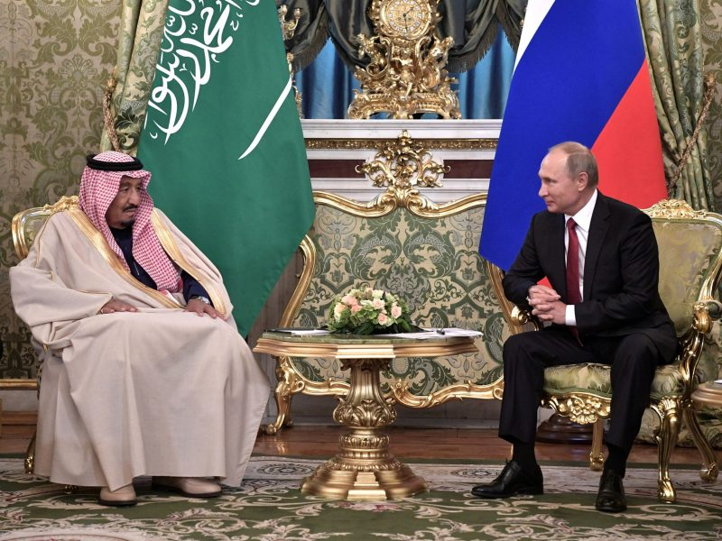 Russian President Vladimir Putin, right, meets with Saudi Arabia's King Salman in the Kremlin in Moscow, on October 5, 2017. Photo: Reuters/Sputnik