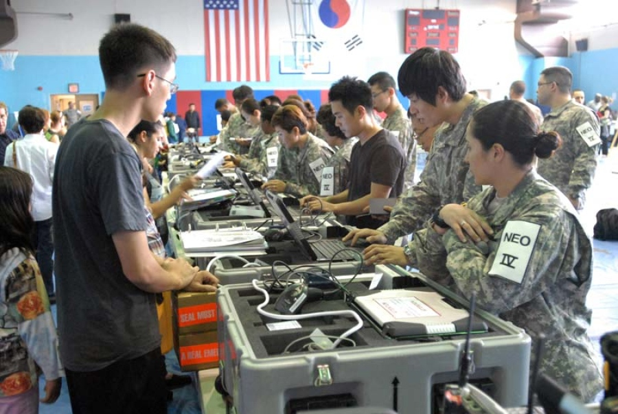 US military dependents, contractors, and retirees participate in the Courageous Channel exercise in 2012. Photo: US Army/Sung-jun Lim