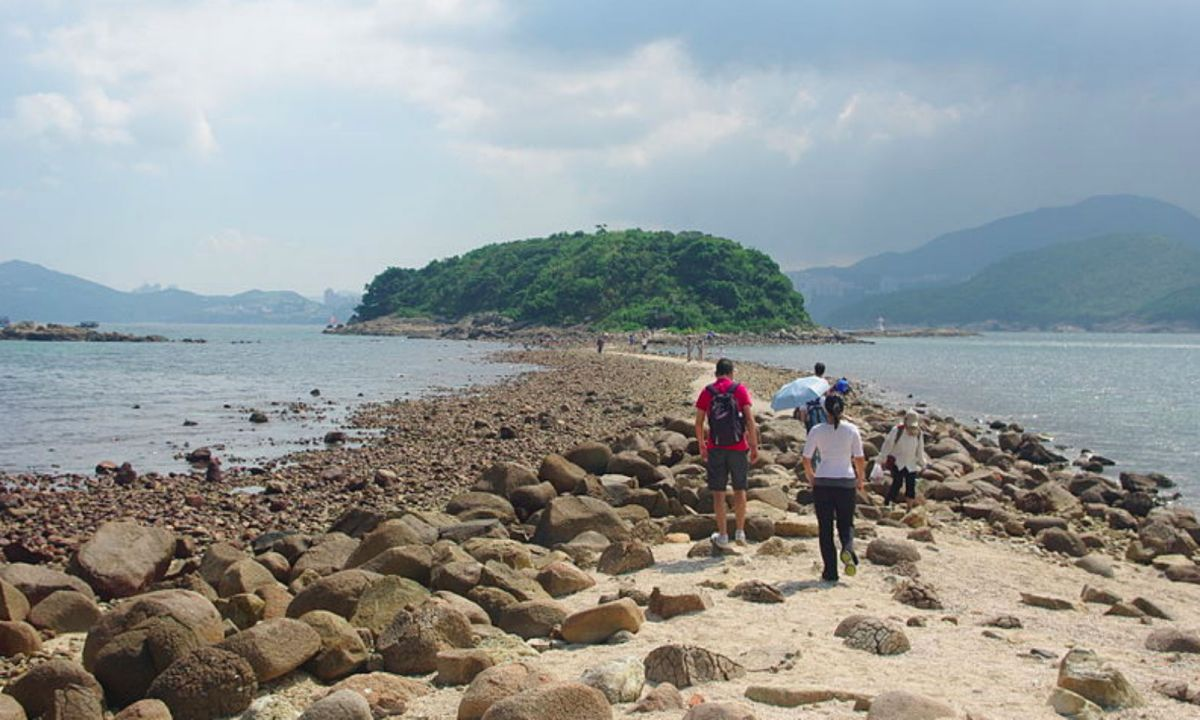 Sharp Island, where campers from mainland China were caught on the weekend. Photo: Wikimedia Commons