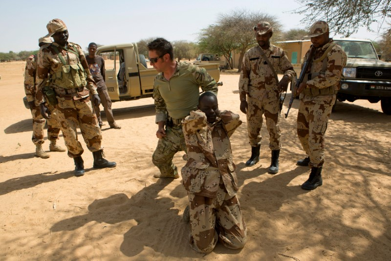 A U.S. special forces soldier demonstrates how to detain a suspect during Flintlock 2014, a U.S.-led international training mission for African militaries, in Diffa, Niger, on March 4, 2014. Photo: Reuters
