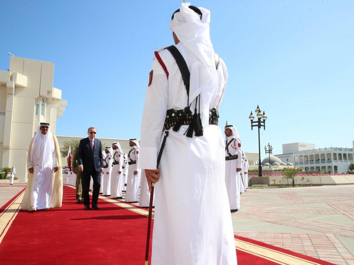 Turkey's President Tayyip Erdogan and Qatar's Emir Sheikh Tamim bin Hamad al-Thani attend a welcoming ceremony in Doha, Qatar, on November 15, 2017. Photo: Kayhan Ozer / Presidential Palace/ Handout via Reuters