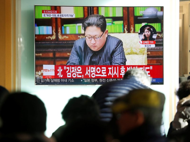 People watch a TV broadcasting a news report on North Korea firing an intercontinental ballistic missile that landed close to Japan, in Seoul, South Korea, November 29, 2017.  REUTERS/Kim Hong-Ji
