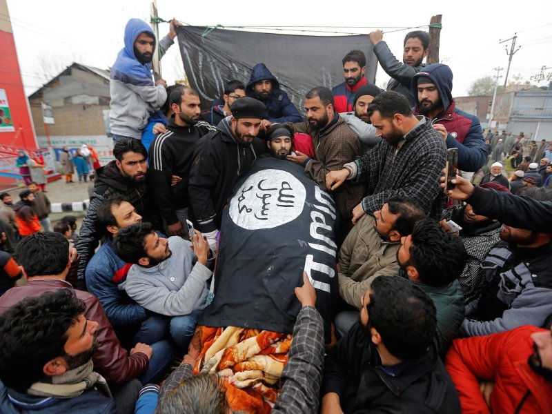 People gather around the remains of Mugees Mir, a suspected militant who according to local media was killed in an encounter with the Indian security forces in Zakura, during his funeral in Srinagar on November 18, 2017. Photo: Reuters / Danish Ismail